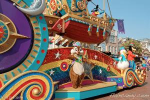 Hong Kong Disneyland Flights of Fantasy Parade Chip and Dale Donald Duck Goofy