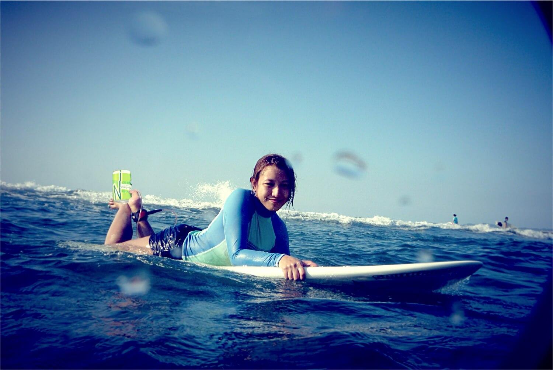surfing wheatgrass can shake hannah villasis alodia